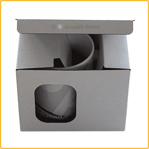 Tassenverpackung 135x98x122 mm weiß, mit Sichtfenster und Tassenhalterung, leicht geöffnet von vorne