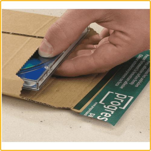 235x337x35 Versandtasche premium aus wellpappe mit Selbstklebeverschluss